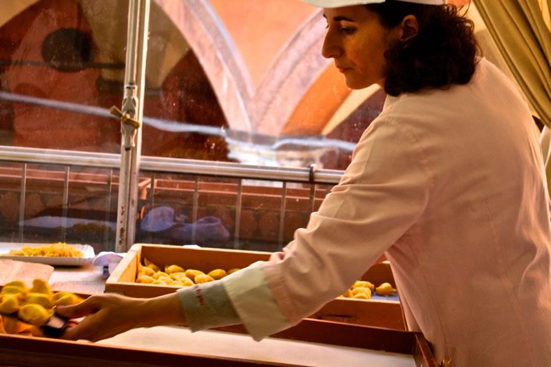 preparazione-tortelloni-ricotta-spinaci